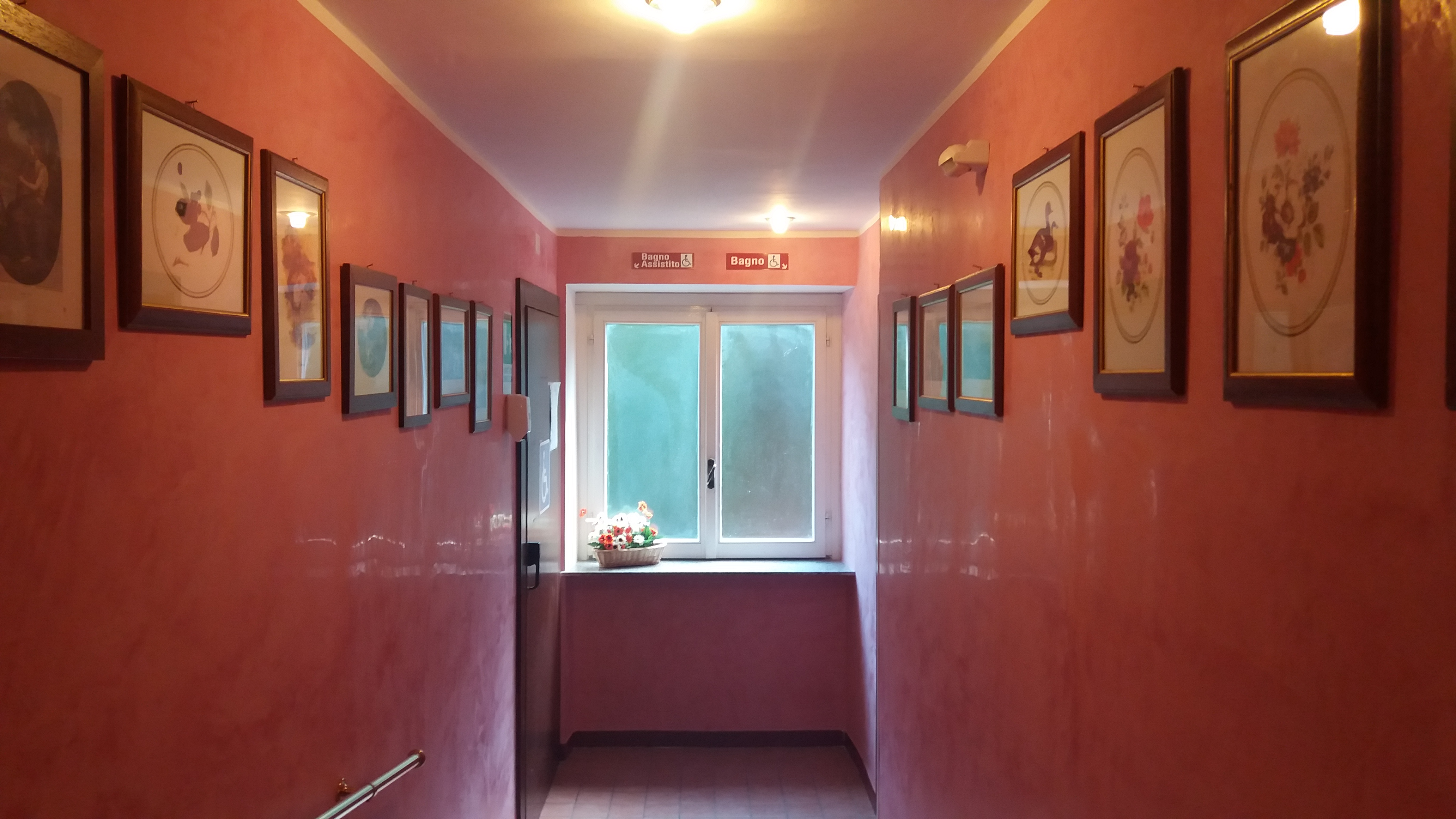 Corridoio bagno 2 villa la rocca residenza per anziani - Bagno la villa pinarella ...